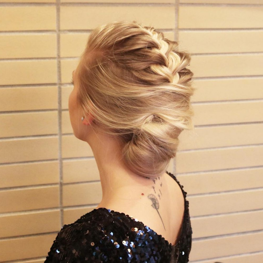 15 Gorgeous Wedding Updos For Brides In 2019 Pertaining To Popular Blonde And Bubbly Hairstyles For Wedding (Gallery 13 of 20)