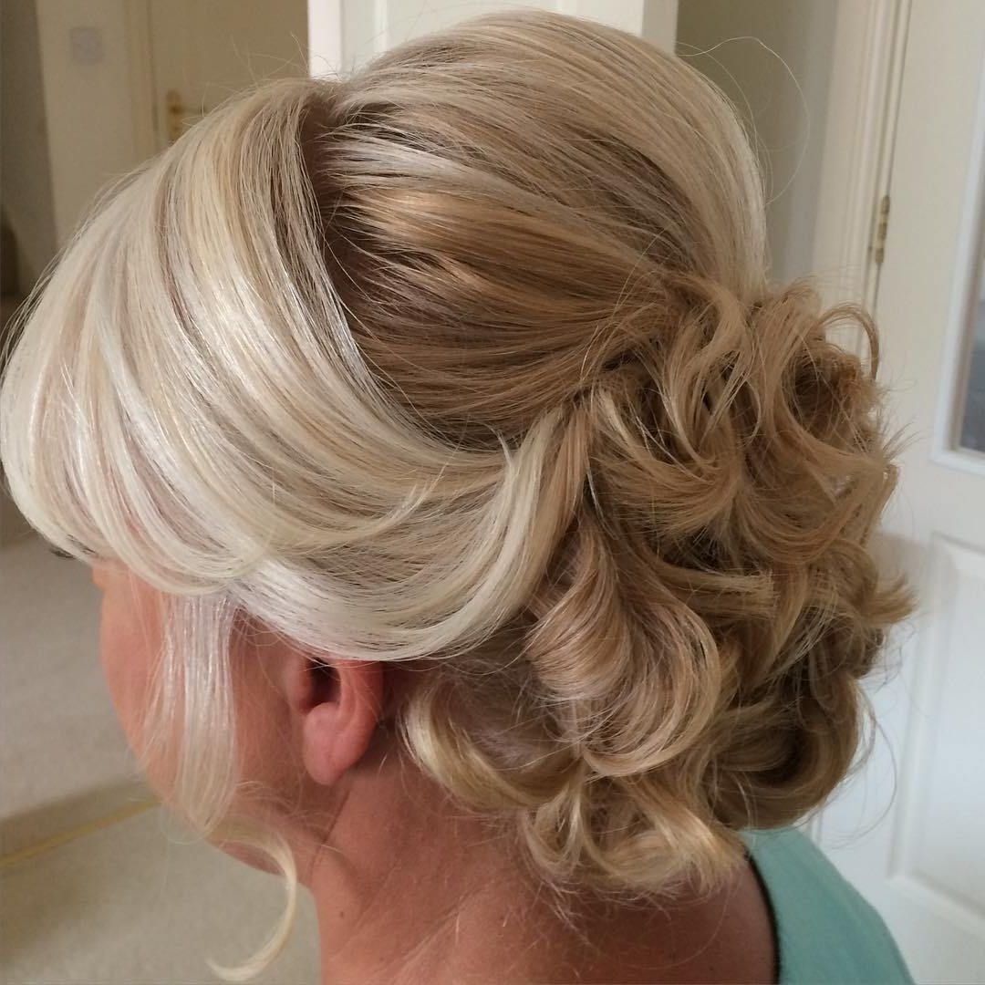 2018 Blonde And Bubbly Hairstyles For Wedding Inside 50 Ravishing Mother Of The Bride Hairstyles (Gallery 3 of 20)