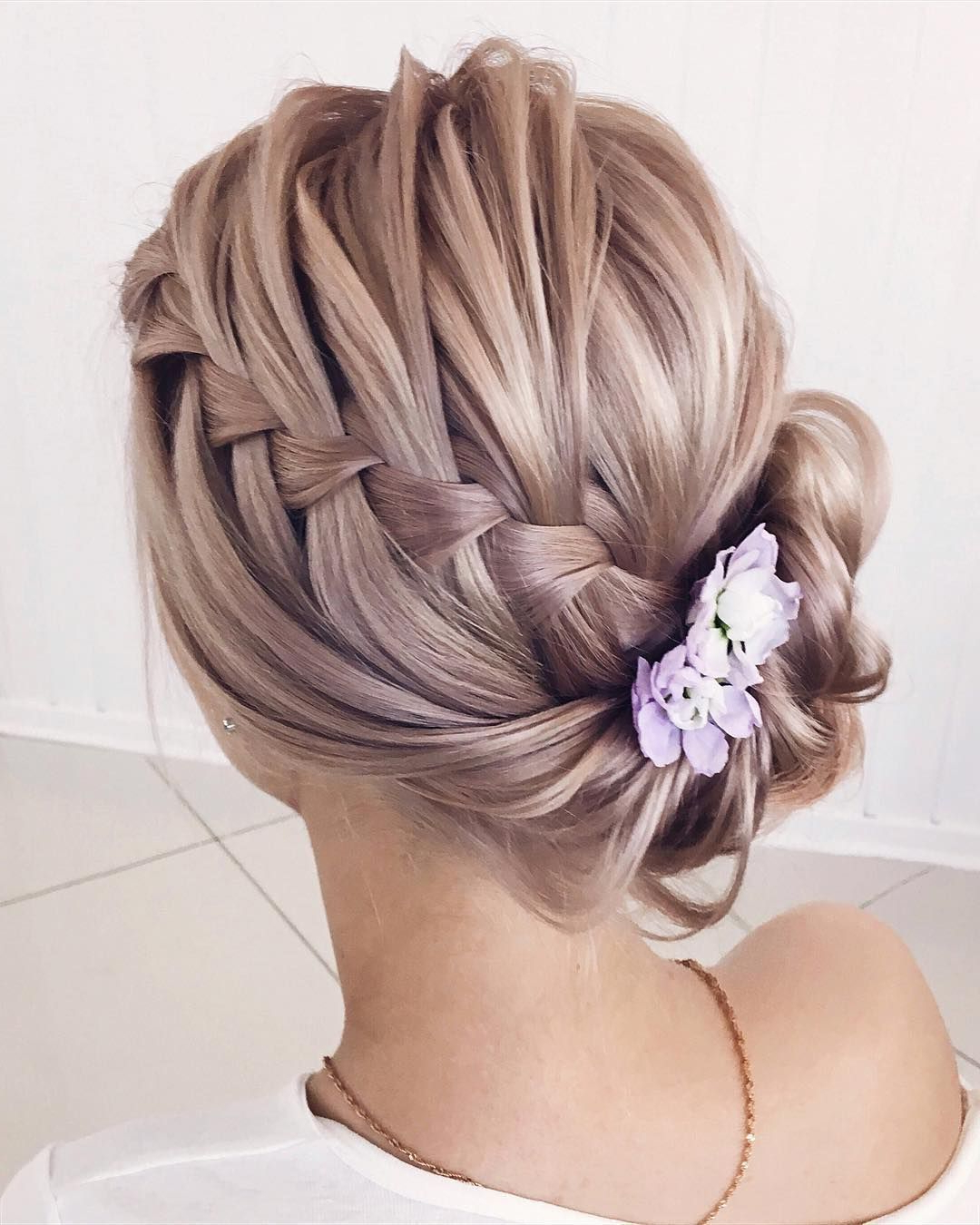 22 Beautiful Prom Hairstyles That'll Steal The Night – Best Prom Within Newest Braided Lavender Bridal Hairstyles (View 2 of 20)