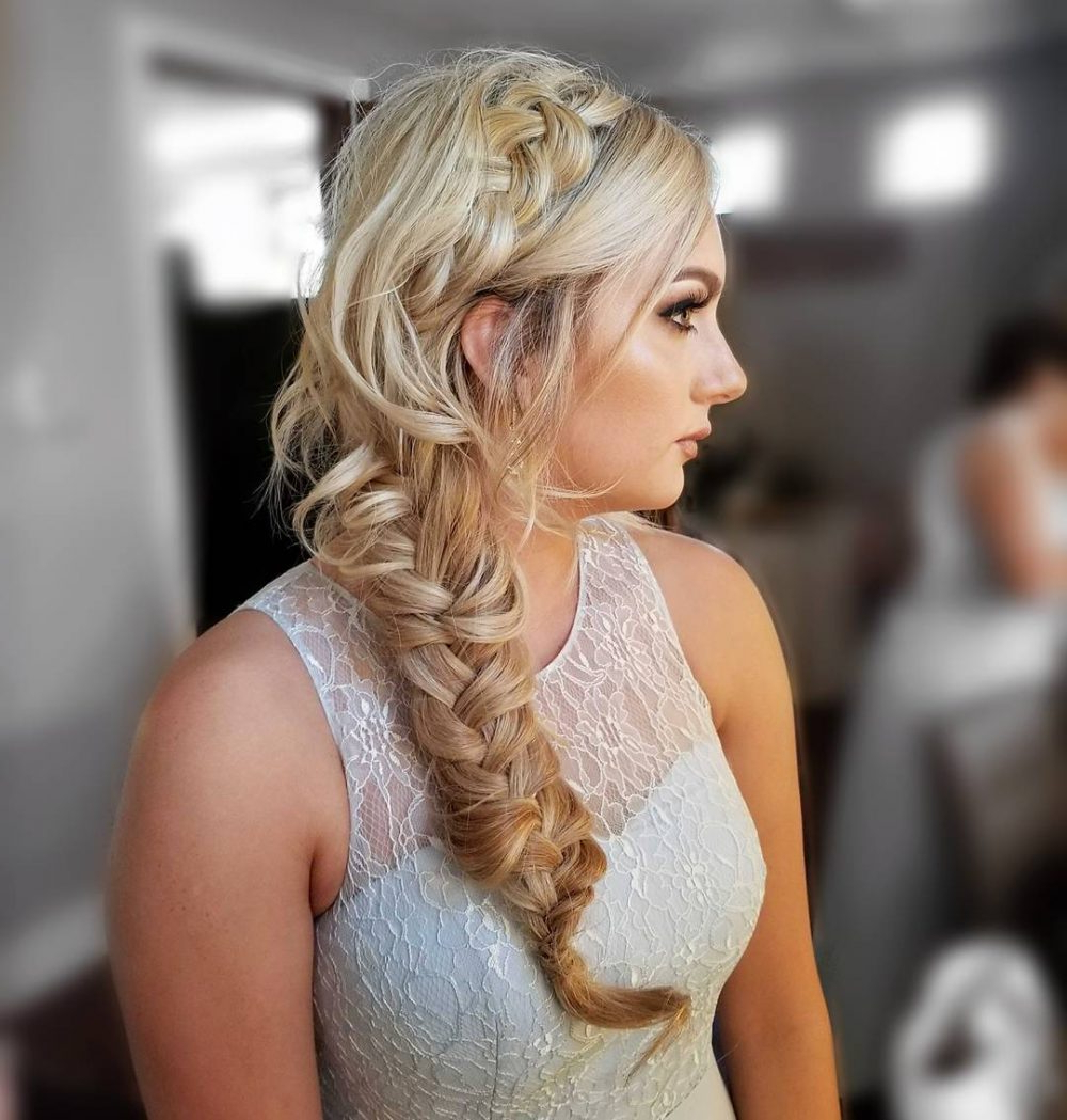 24 Gorgeous Wedding Hairstyles For Long Hair In 2019 For Best And Newest Curly Bob Bridal Hairdos With Side Twists (View 17 of 20)