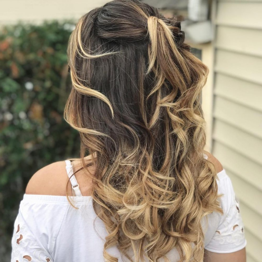 27 Easy Diy Date Night Hairstyles For 2019 For Famous Destructed Messy Curly Bun Hairstyles For Wedding (View 2 of 20)