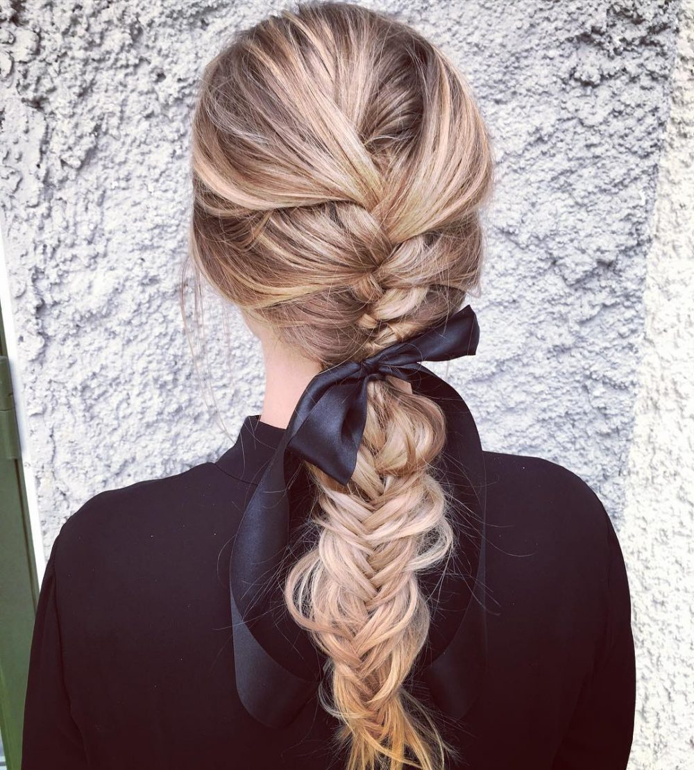 27 Easy Diy Date Night Hairstyles For 2019 With Favorite Destructed Messy Curly Bun Hairstyles For Wedding (View 4 of 20)