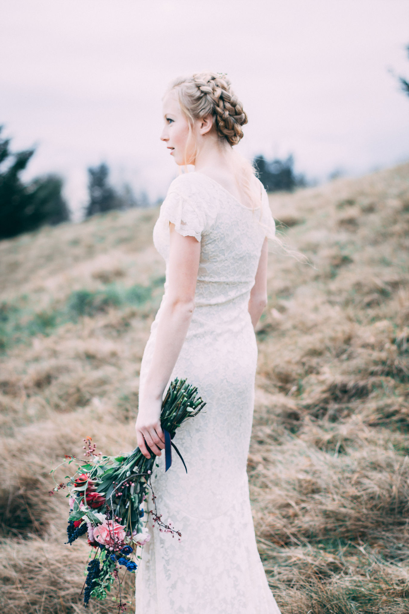 4 Stunning Hairstyles For Short Hair Intended For Preferred Pulled Back Bridal Hairstyles For Short Hair (View 2 of 20)