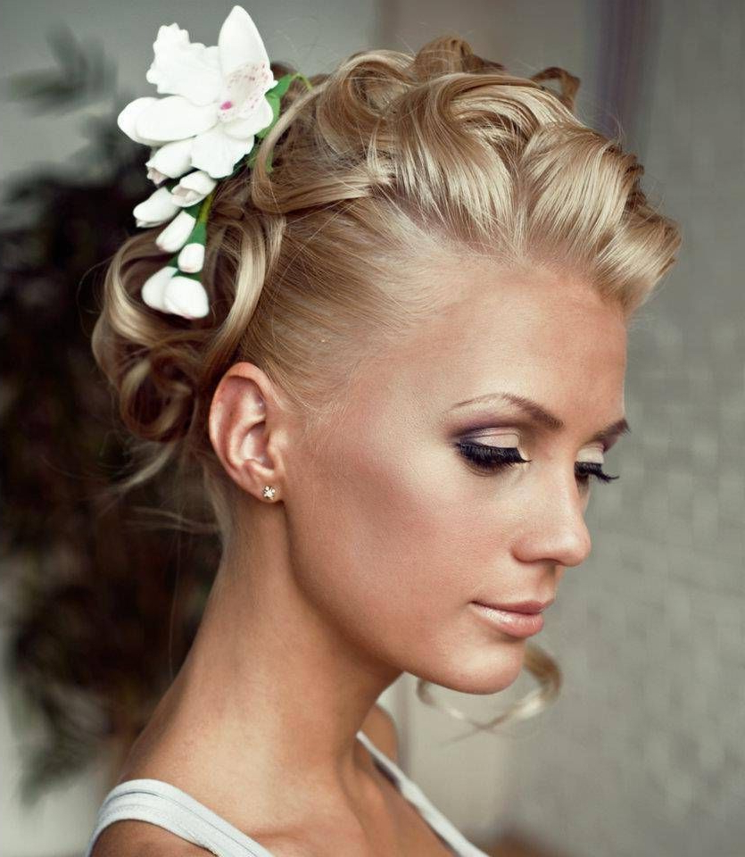 """40 Best Short Wedding Hairstyles That Make You Say """"wow!"""" In 2018 Throughout Well Liked Swirled Wedding Updos With Embellishment (View 8 of 20)"""