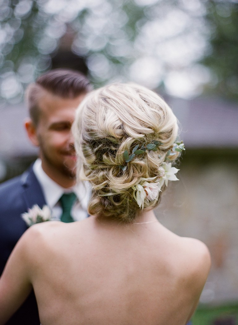 51 Romantic Wedding Hairstyles (View 4 of 20)