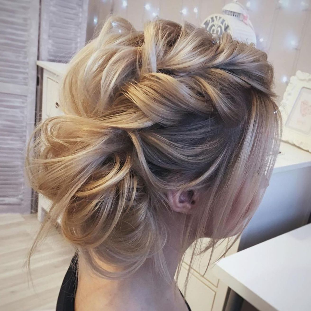 Featured Photo of Destructed Messy Curly Bun Hairstyles For Wedding