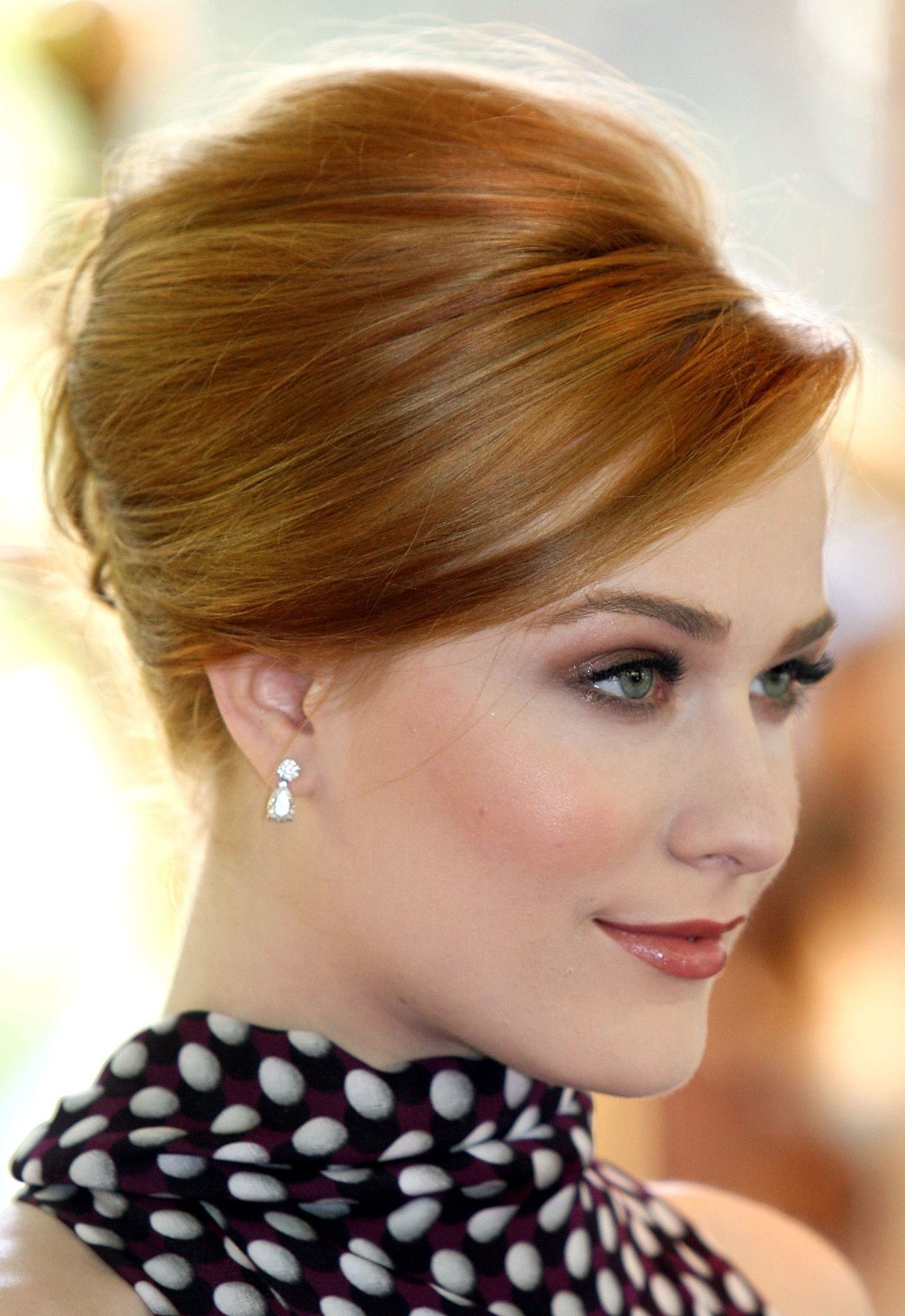 Classic Prom Updos: 30 Inspirational Hairstyles (View 3 of 20)
