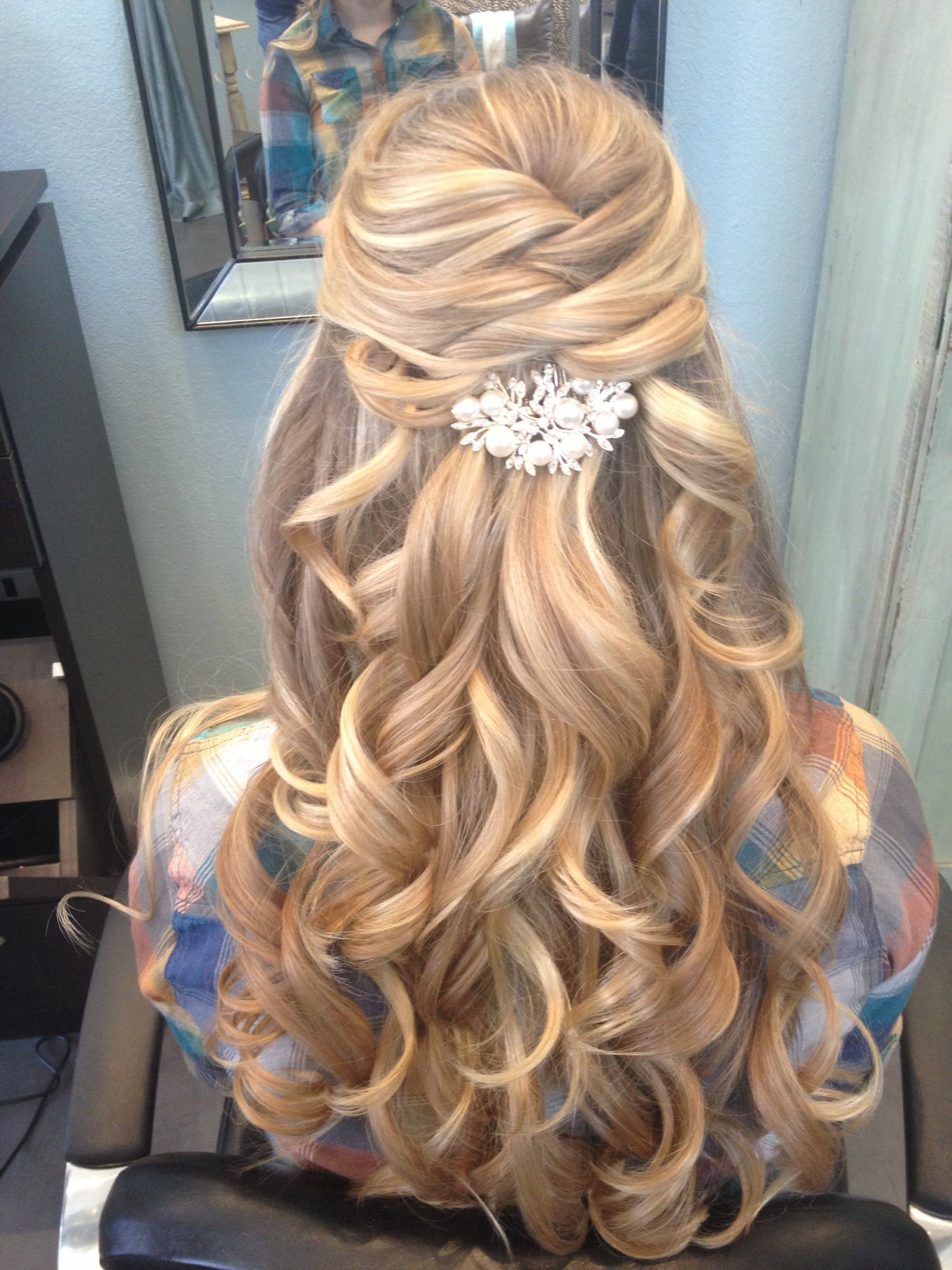Cosas Que Pasan With Famous Diagonal Waterfall Braid In Half Up Bridal Hairstyles (View 1 of 20)