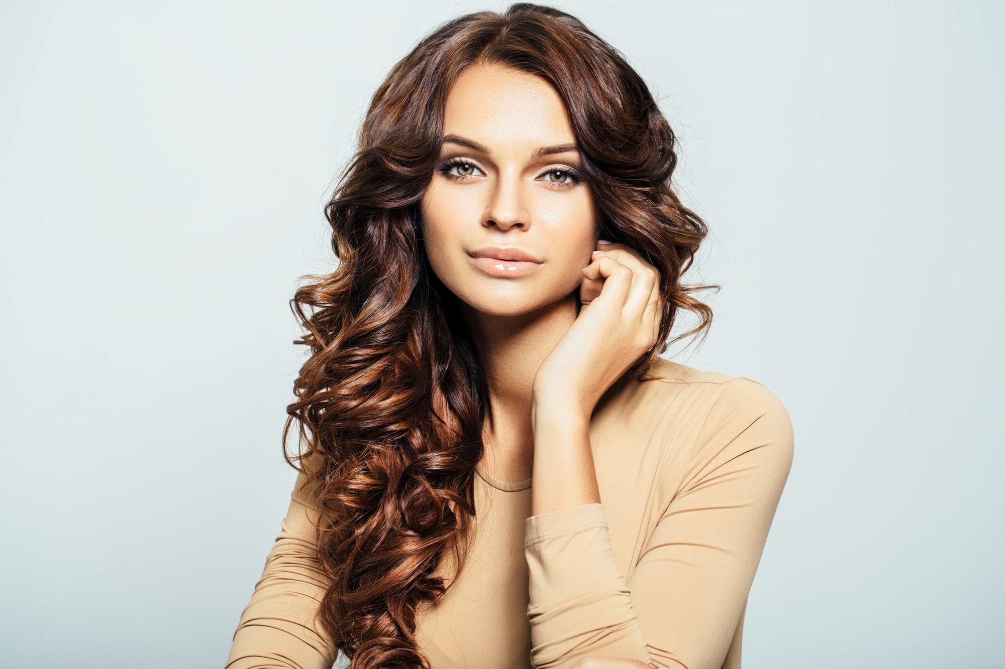 Curly Hair With Highlights: 12 Looks That Help You Lighten Up With Style Throughout Most Current Half Up Curly Hairstyles With Highlights (View 13 of 20)