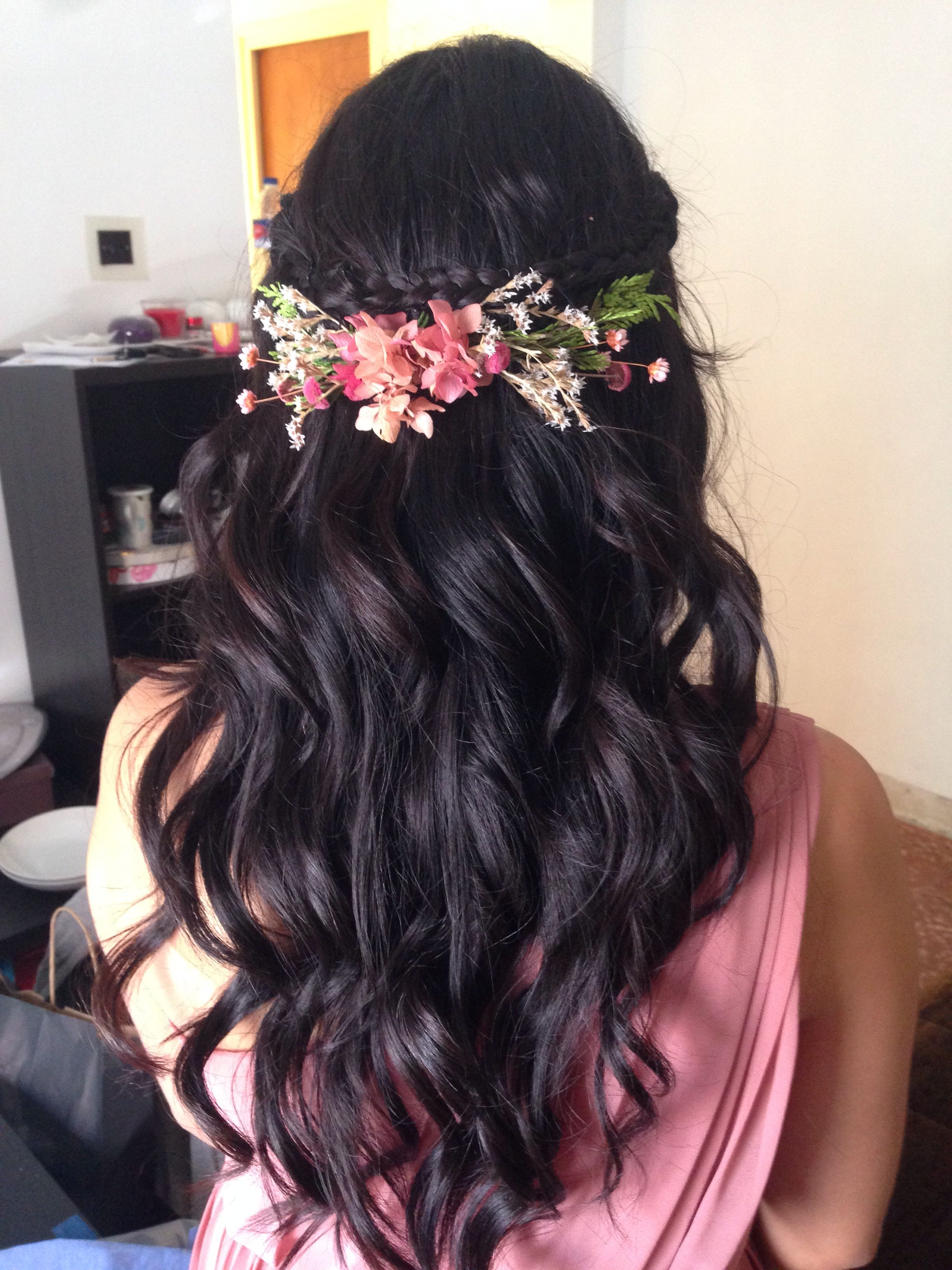 Curly Open Hair Adorned With Floral Hair Clip (View 3 of 20)