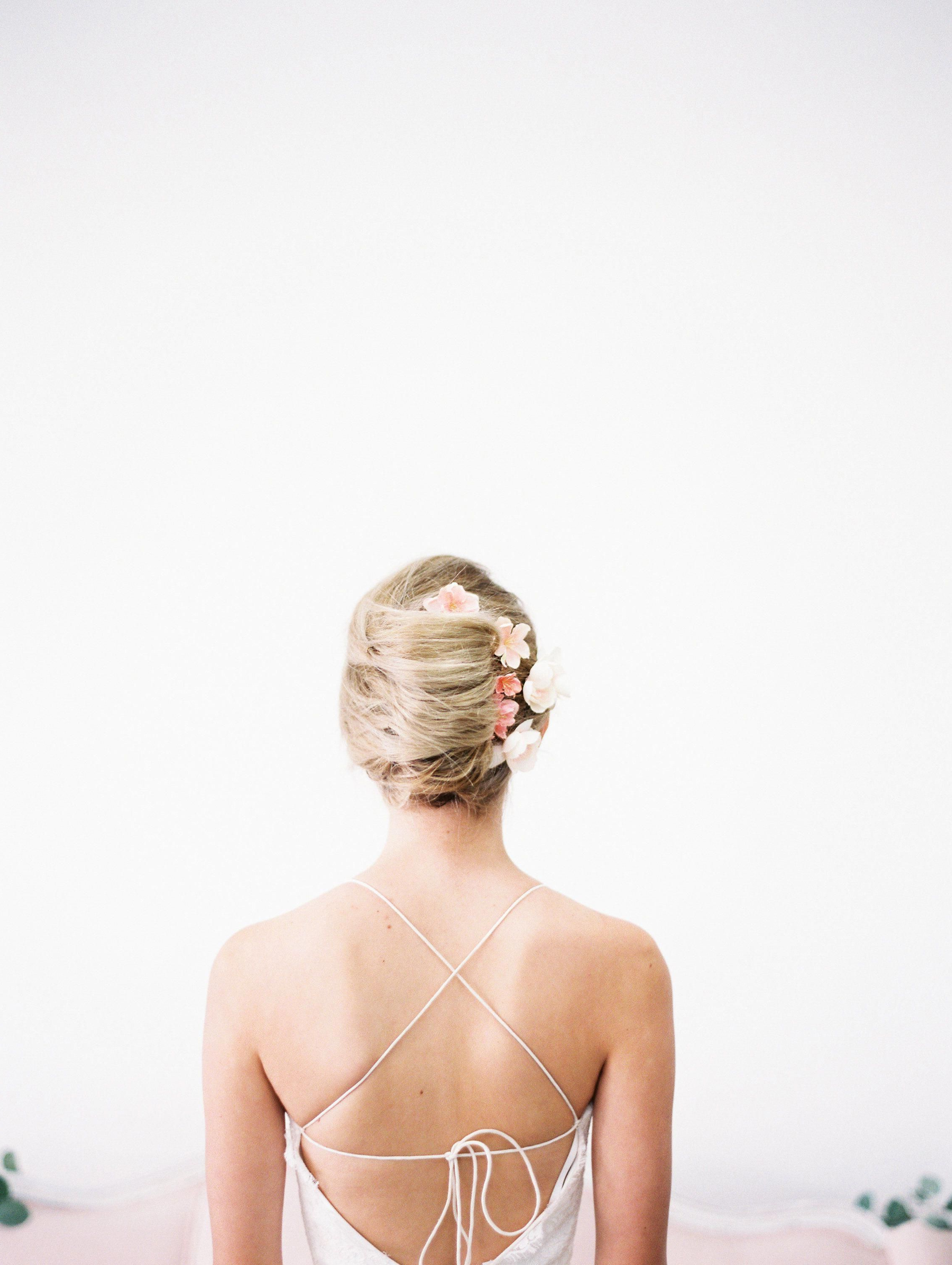 Elegant Bridal Updo With Ombre Flower Clipslove Sparkle Pretty Regarding Most Recent Elegant Bridal Hairdos For Ombre Hair (Gallery 11 of 20)