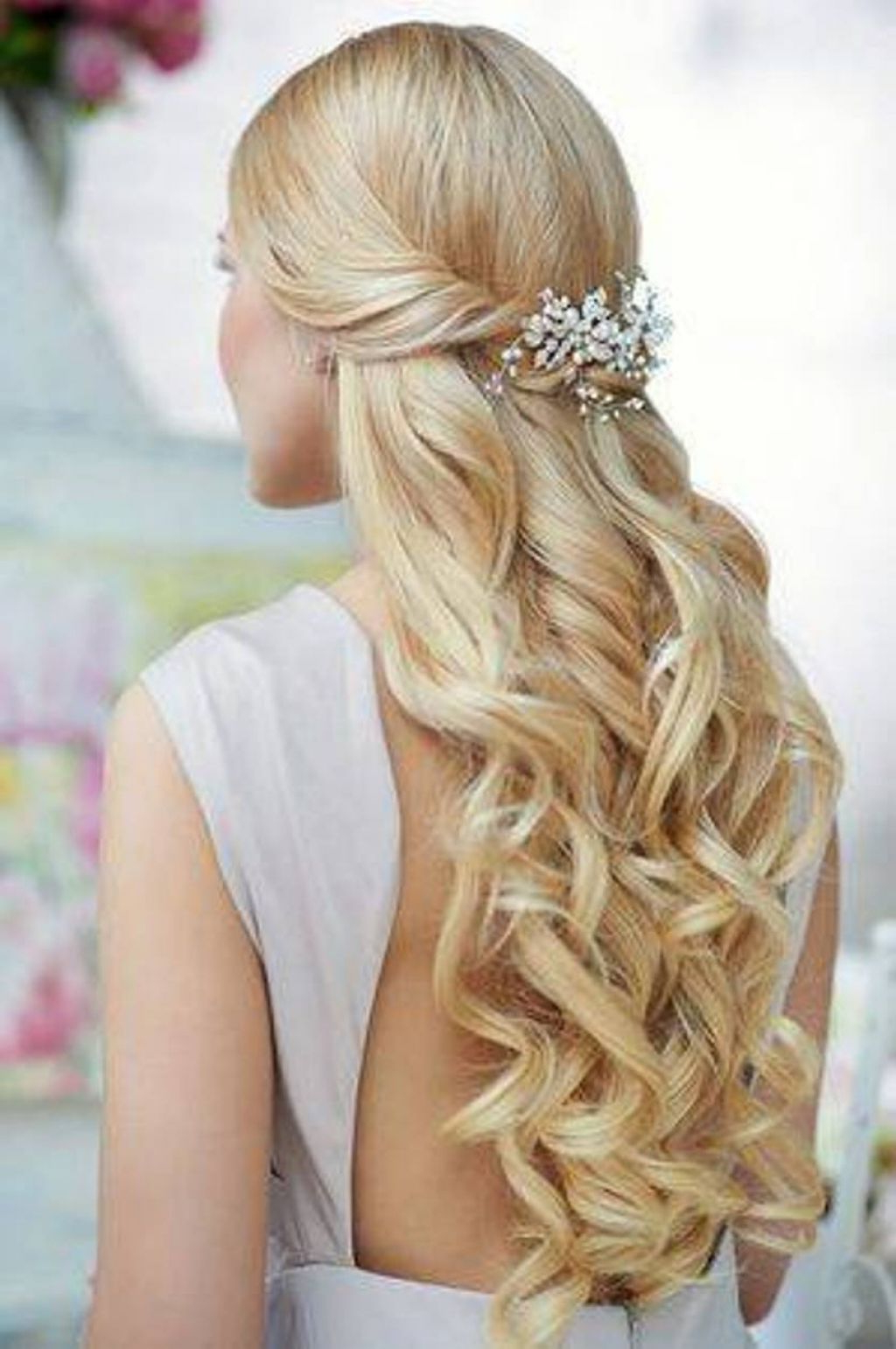 Fashionable Half Up Curls Hairstyles For Wedding For √ 24+ Awesome Wedding Hairstyles Half Up Half Down: Curly (View 6 of 20)