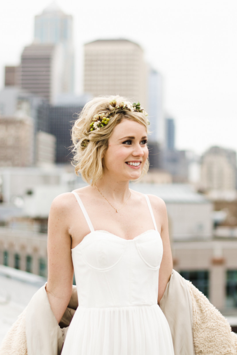 Latest Flower Tiara With Short Wavy Hair For Brides Throughout 20 Wedding Hairstyles For Short Hair: Updos, Half Up & More (View 8 of 20)