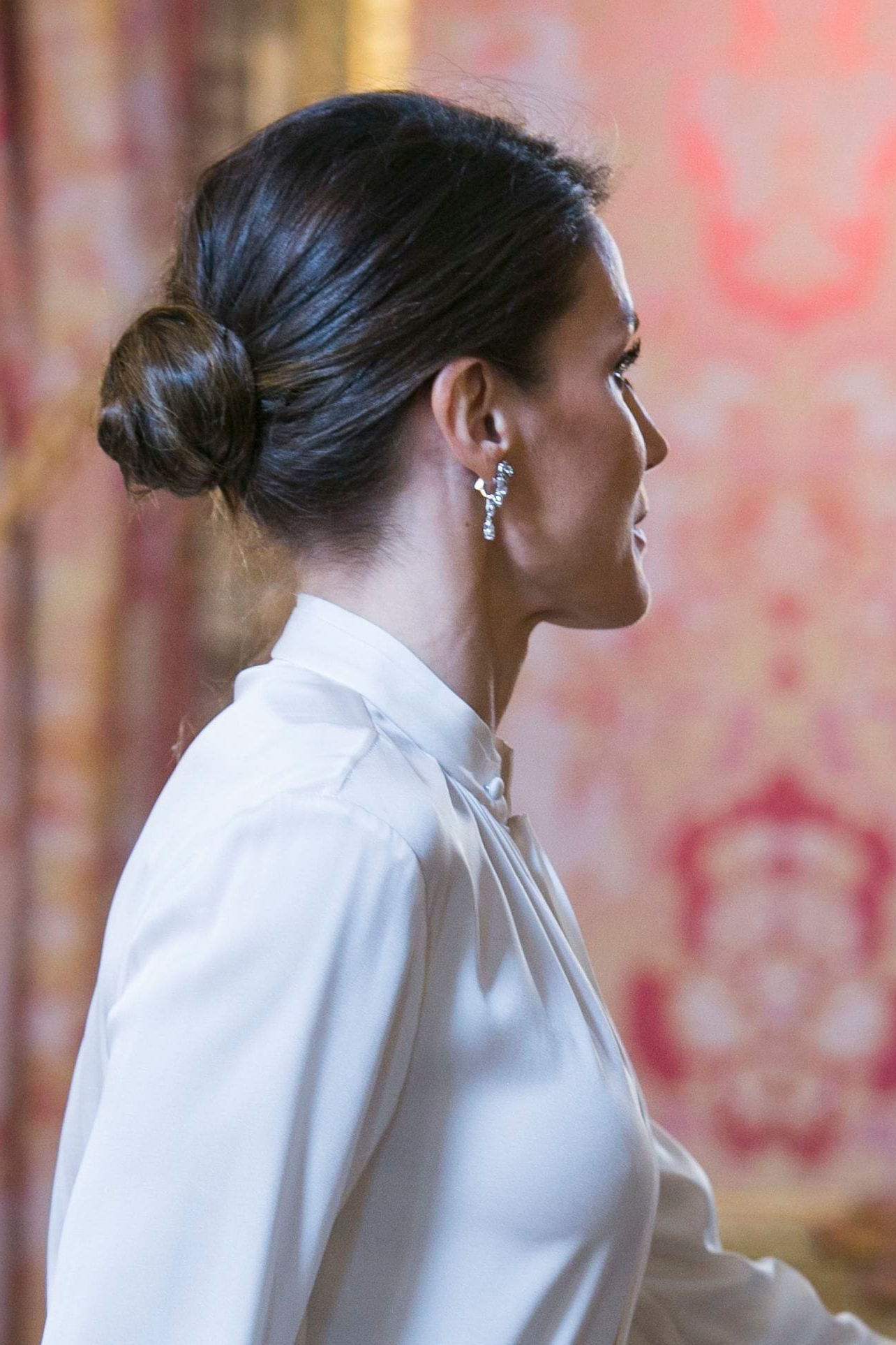 Most Popular Wavy Low Bun Bridal Hairstyles With Hair Accessory Intended For 25 Wedding Guest Hairstyles That'll Make You The Chicest Attendee (View 13 of 20)