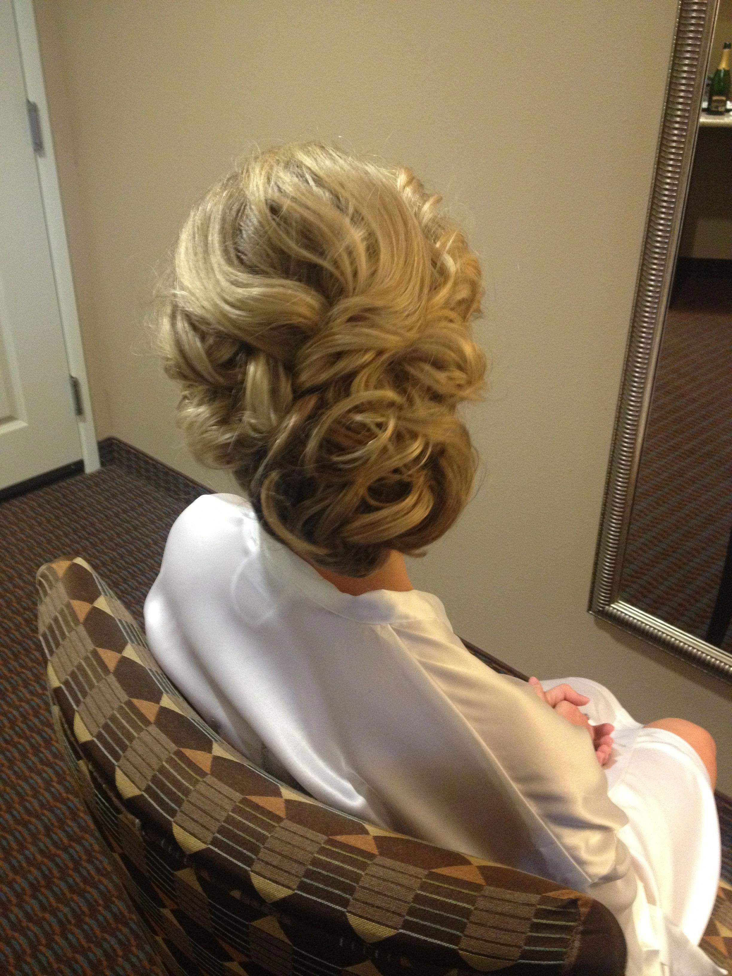 Most Recent Voluminous Side Wedding Updos With Top Middle Is Voluminous And In Loose/thick Fishtail; Sides Twisted (View 9 of 20)