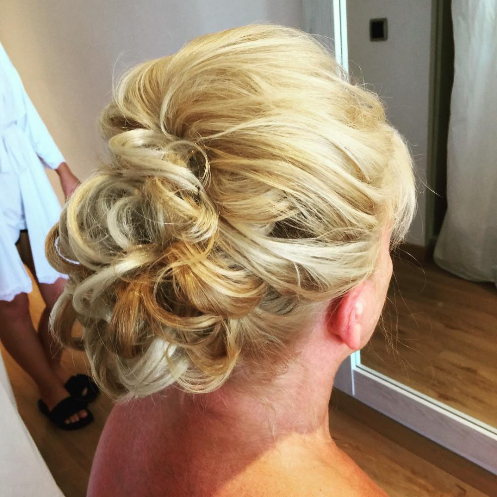 Mother Of The Bride Hairstyles: 25 Elegant Looks For 2019 Intended For Well Known Blonde Polished Updos Hairstyles For Wedding (View 9 of 20)