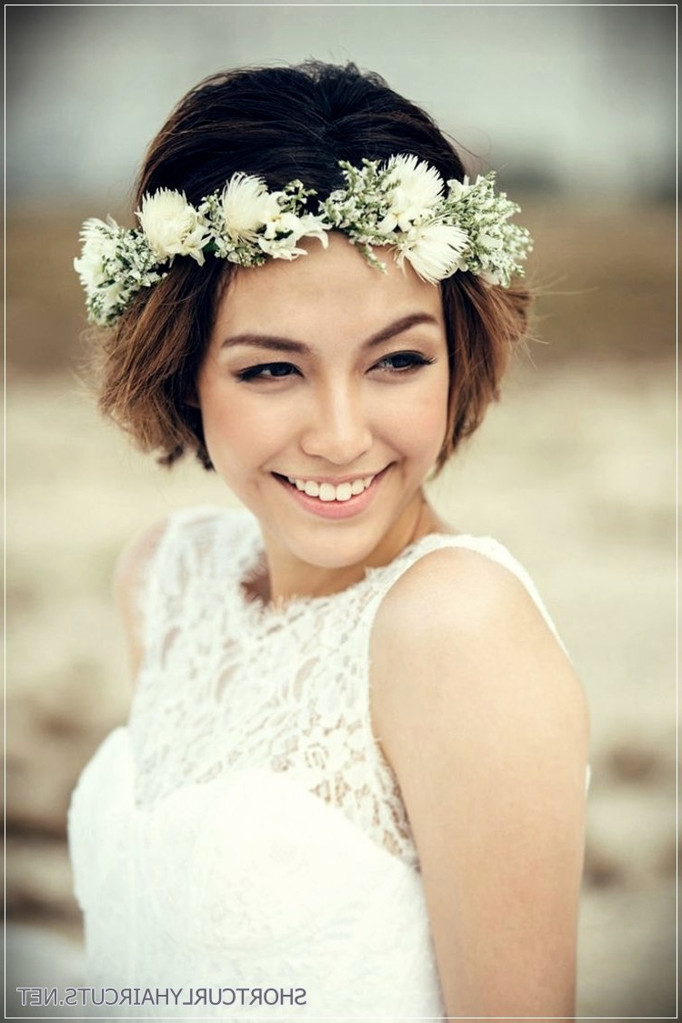 Popular Flower Tiara With Short Wavy Hair For Brides Intended For 12 Stunning Short Hairstyles For Weddings – Short And Curly Haircuts (View 13 of 20)