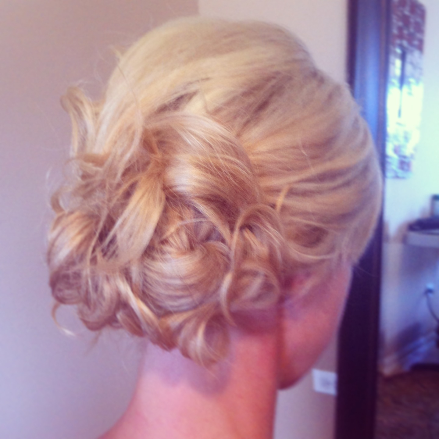 Prepossessing Wedding Hairstyles Low Side Bun On Curly Side Pin Up Inside Popular Curls Clipped To The Side Bridal Hairstyles (View 11 of 20)