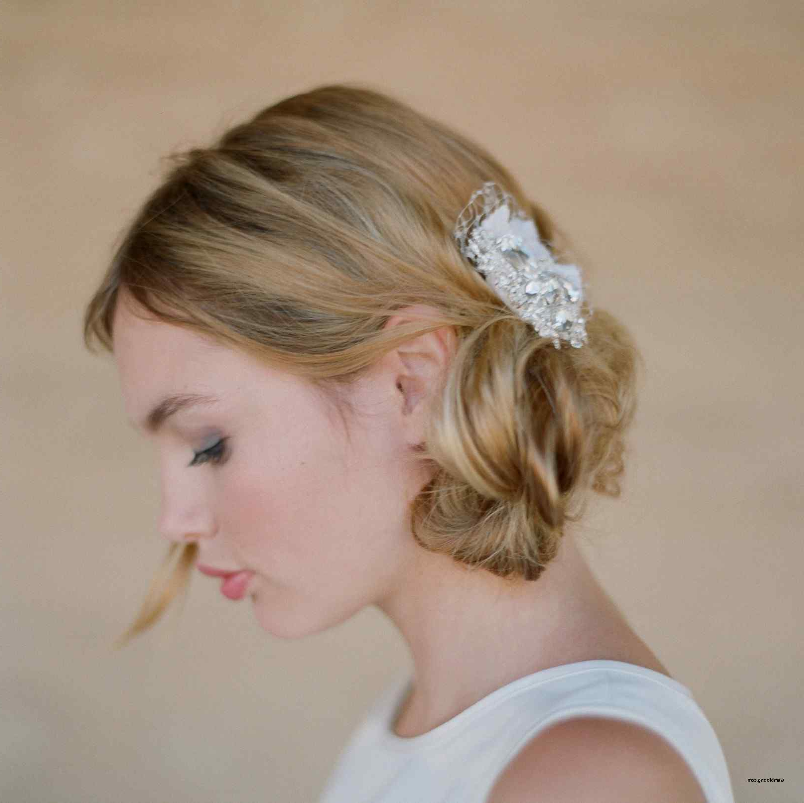 Wedding Hairstyles Updo With Veil Curls Up Dos Brides Lovely Half Throughout Well Known Short Wedding Hairstyles With Vintage Curls (Gallery 2 of 20)