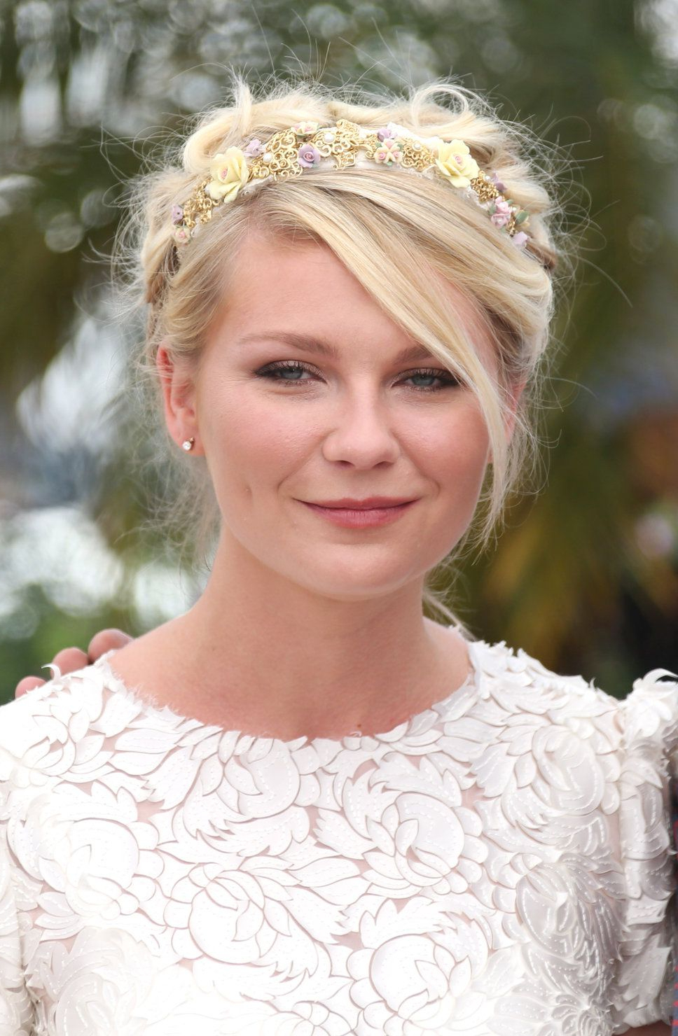 Widely Used Sides Parted Wedding Hairstyles With Regard To Kirsten Dunst Sloppy Side Parted Blonde Floral Headband Coiffure (View 20 of 20)