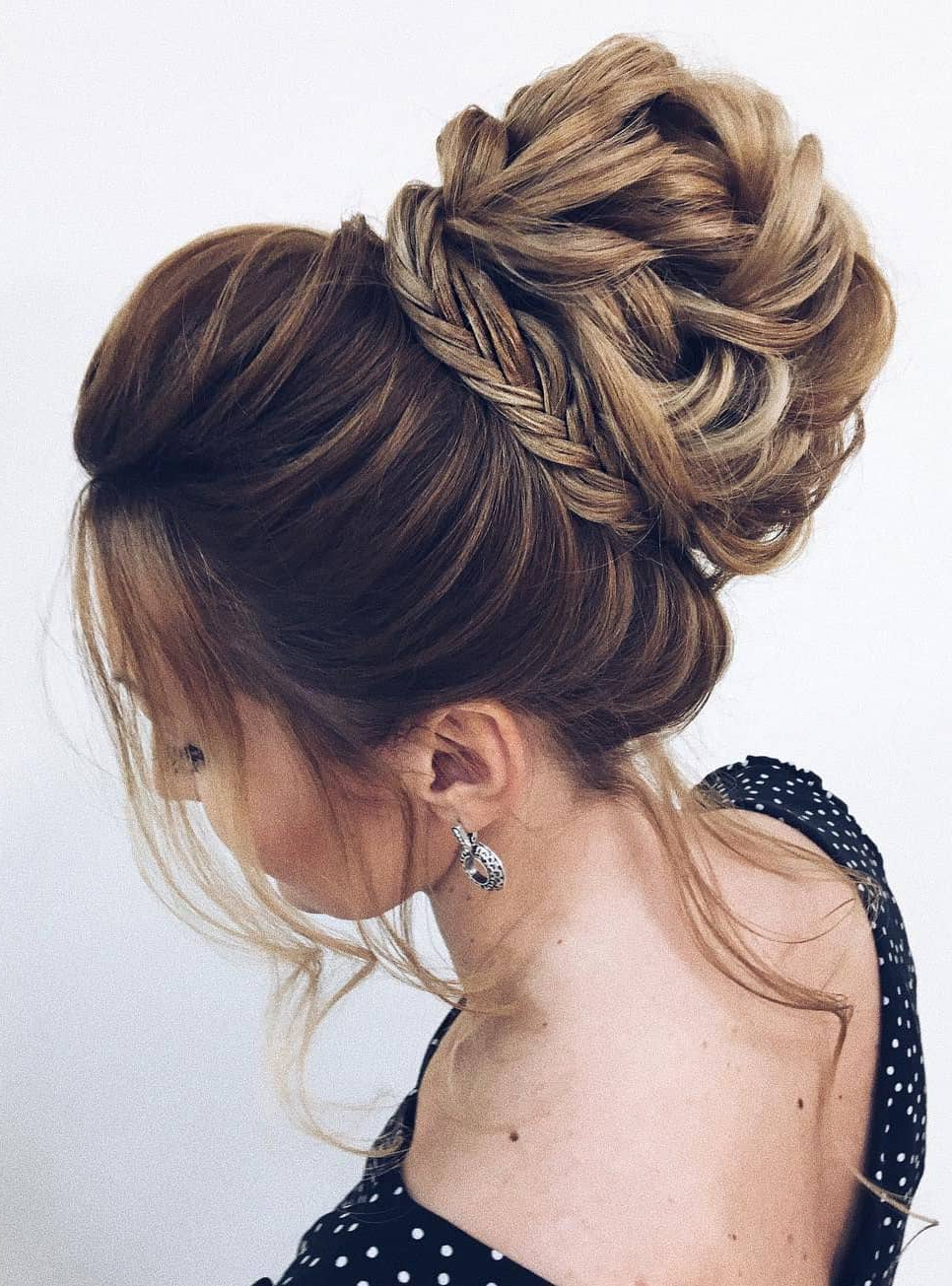 Best 10 Prom Hairstyles That Can Rock The Dance Floor! Within Favorite Complex Looking Prom Updos With Variety Of Textures (View 5 of 20)