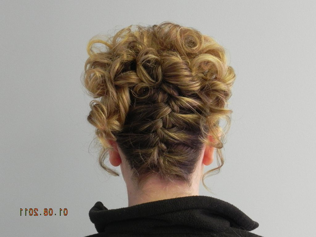 Fashionable Upside Down Braid And Bun Prom Hairstyles Throughout Upside Down French Braid (View 7 of 20)