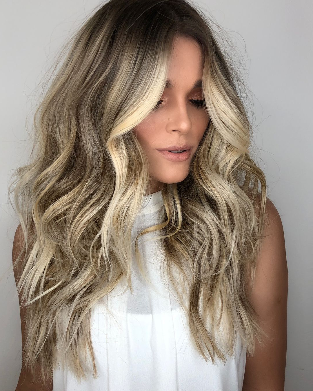 Most Up To Date Long Dark Hairstyles With Blonde Contour Balayage Intended For Blonde Beach Contour® #romeufelipe #equiperomeufelipe #beachcontour (View 3 of 20)
