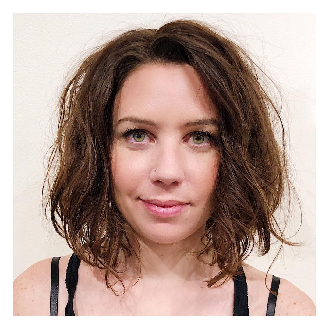 Women's Side Swept Layered Bob With Wavy Messy Bedhead Texture And With Famous Bedhead Layers For Long Hairstyles (View 11 of 20)