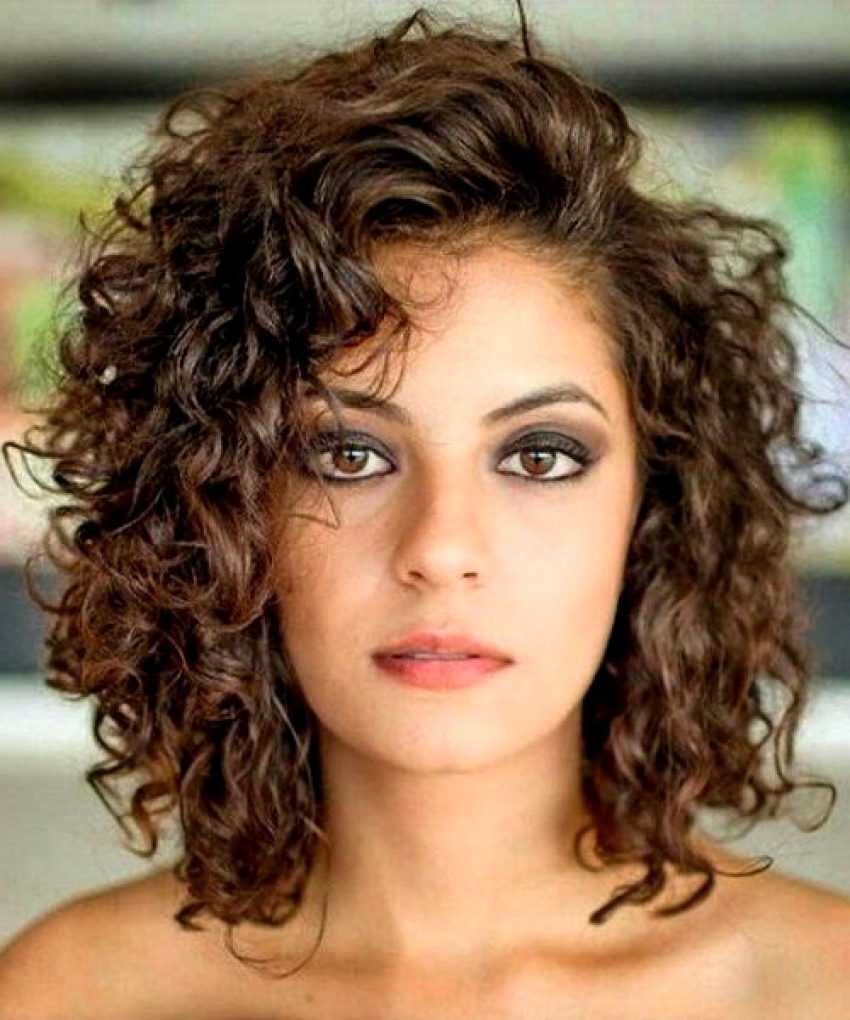 20 Glamorous Mid Length Curly Hairstyles For Women – Haircuts For Famous Glamorous Medium Haircuts (Gallery 5 of 20)