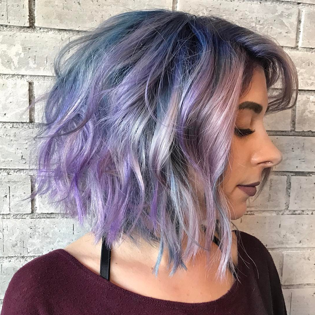 55 Enchanting Looks With Short Wavy Hair – Be Charismatic And Chic In Most Up To Date Ravishing Raven Waves Hairstyles (View 12 of 20)