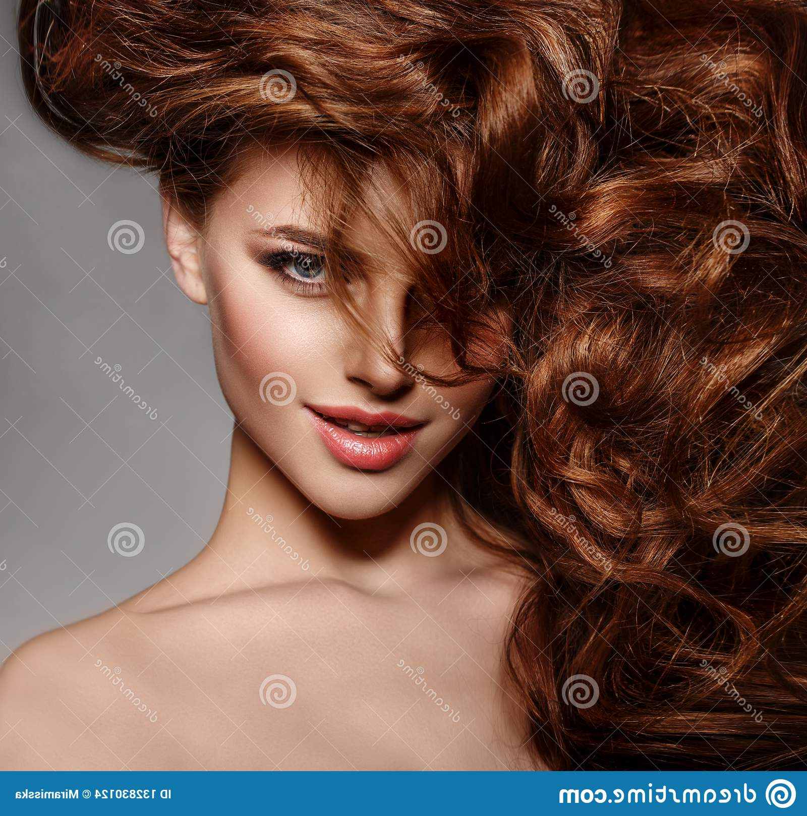 Current Shiny Tousled Curls Hairstyles Throughout Beauty Fashion Model With Long Shiny Hair (View 5 of 20)
