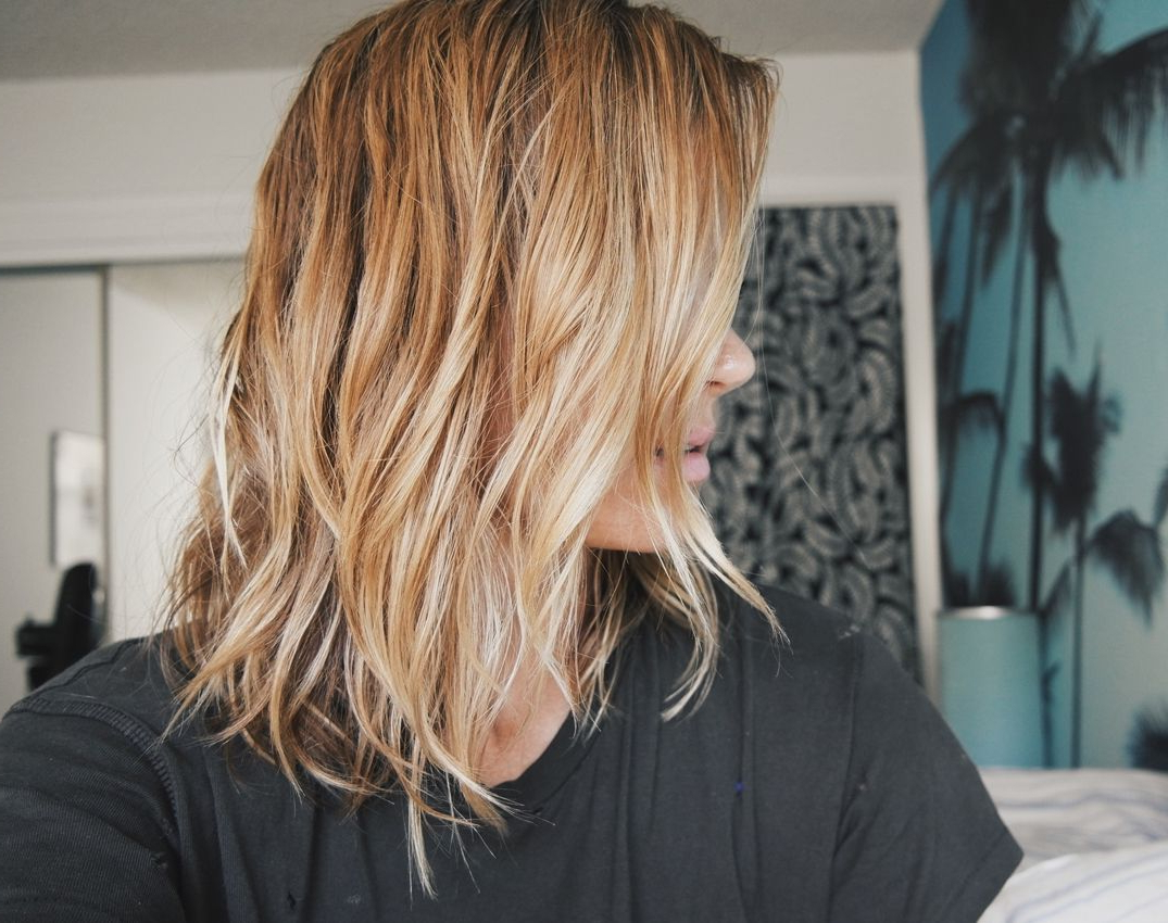 Featured Photo of Messy Hairstyles With Beachy Waves