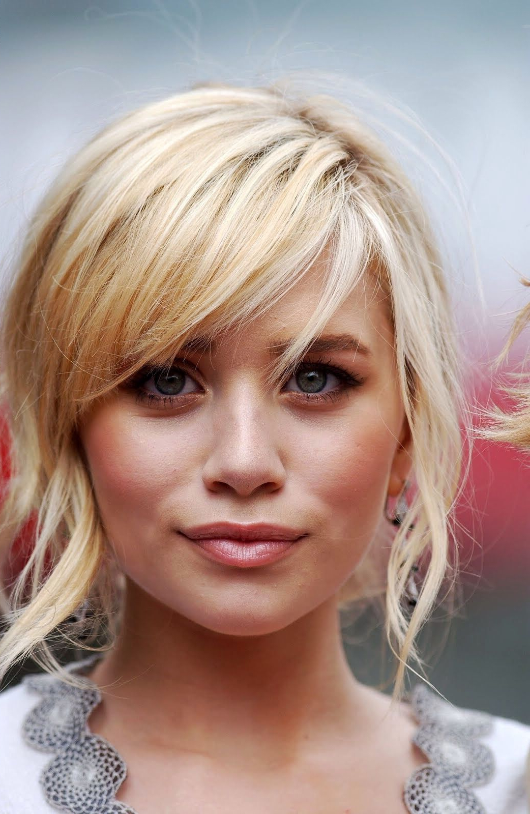 Layered Hair With Bangs Intended For Most Current Short Blonde Side Bangs Hairstyles (View 11 of 20)