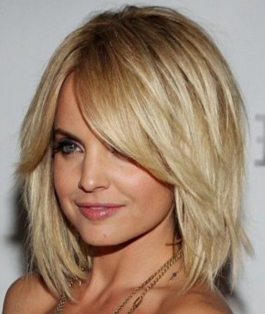 Medium Hairstyle : Medium Length Blonde With Bangs Round Most Within Trendy Glamorous Medium Haircuts (View 8 of 20)