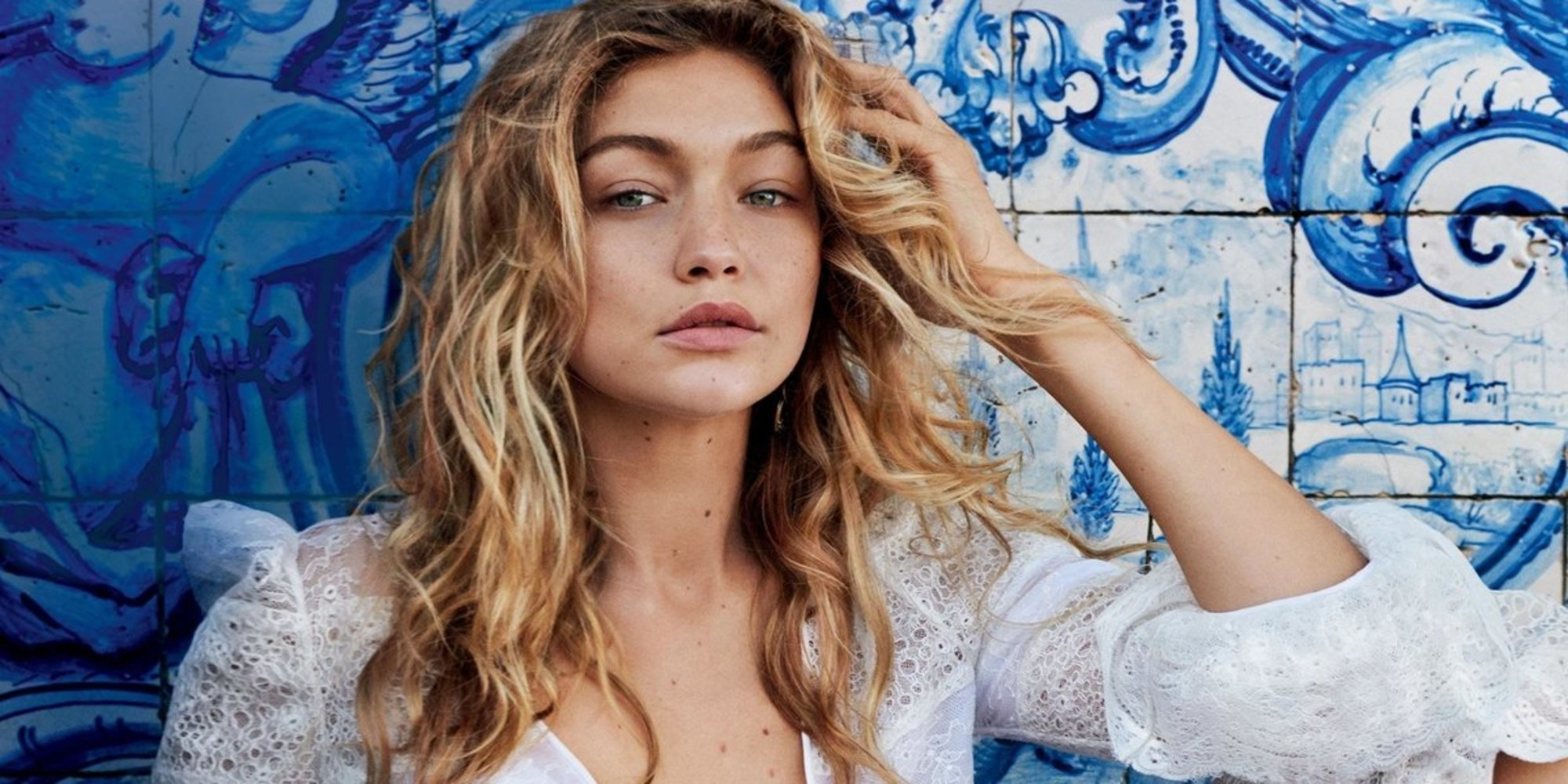 Most Current Messy Hairstyles With Beachy Waves In 3 No Fuss Ways To Do Vacation Hair – The Journiest (View 12 of 20)