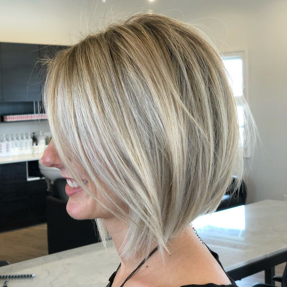 Featured Photo of Straight Tousled Blonde Balayage Bob Hairstyles