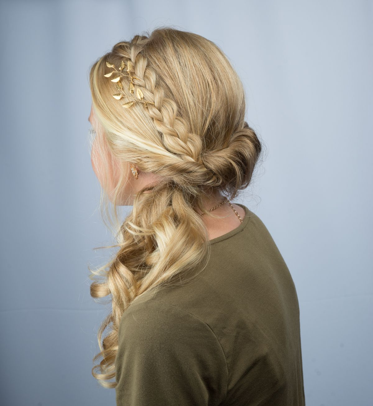 Widely Used Blonde Accent Braid Hairstyles Inside This Elegant Side Swept Look Features A Braid Accent (View 6 of 20)