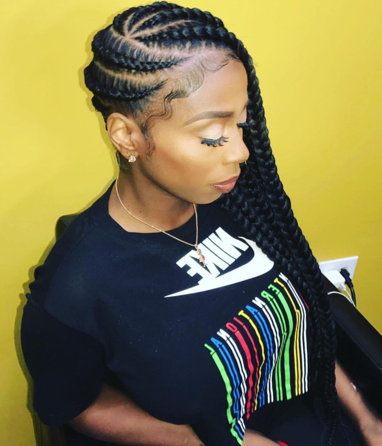 25 Charming Lemonade Braids To Rock Your Appearance With Favorite Full Scalp Patterned Side Braided Hairstyles (View 5 of 20)