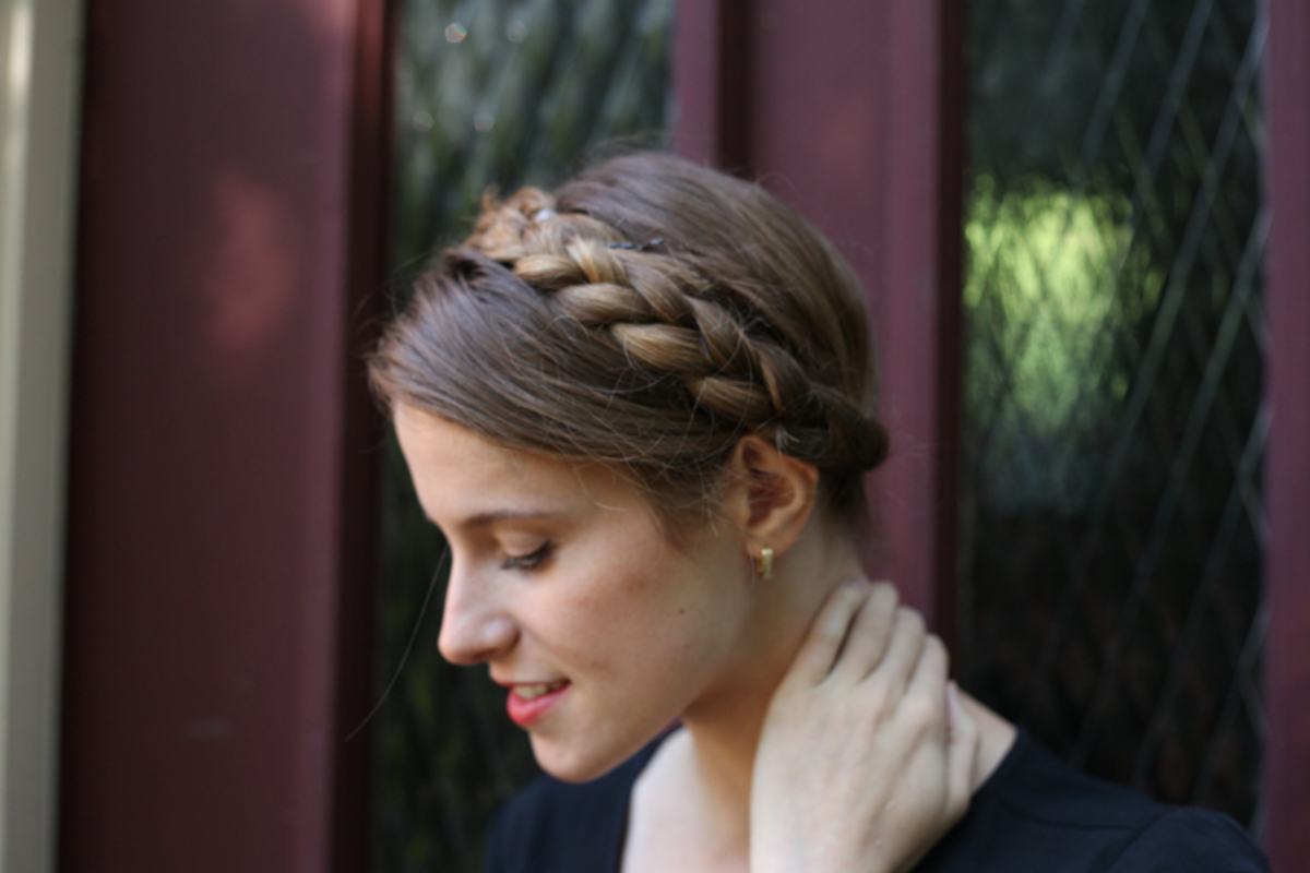 Fashionable Extra Thick Braided Bun Hairstyles Intended For 10 Quick And Easy Hairstyles For Updo Newbies – Verily (View 9 of 20)