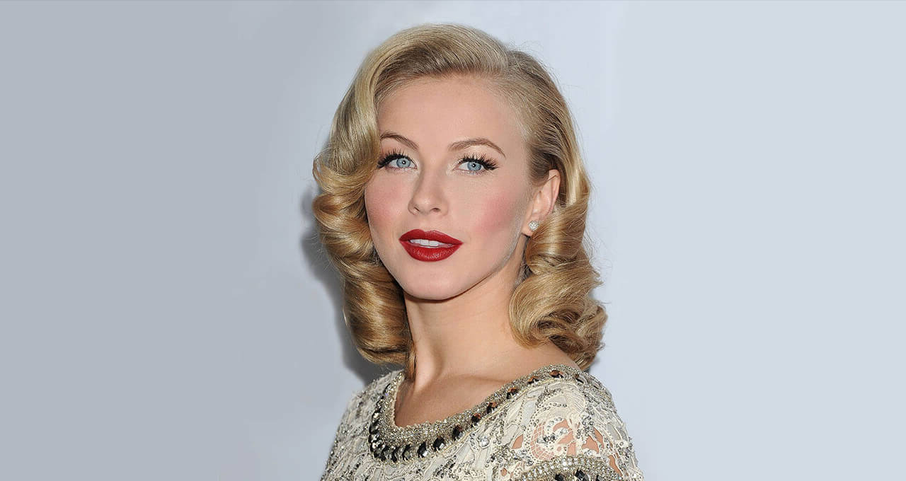 Fashionable Retro Curls Hairstyles With 50S Hairstyles: Gorgeously Glamorous (View 10 of 20)