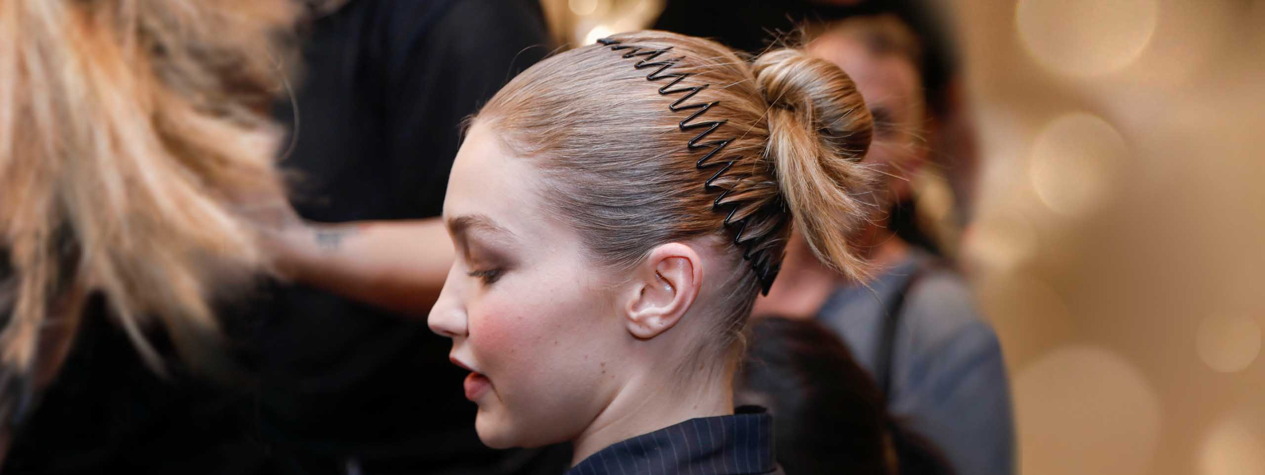 Recent Zig Zag Ponytail Updo Hairstyles In The 90S Zig Zag Headband Is Back (View 16 of 20)