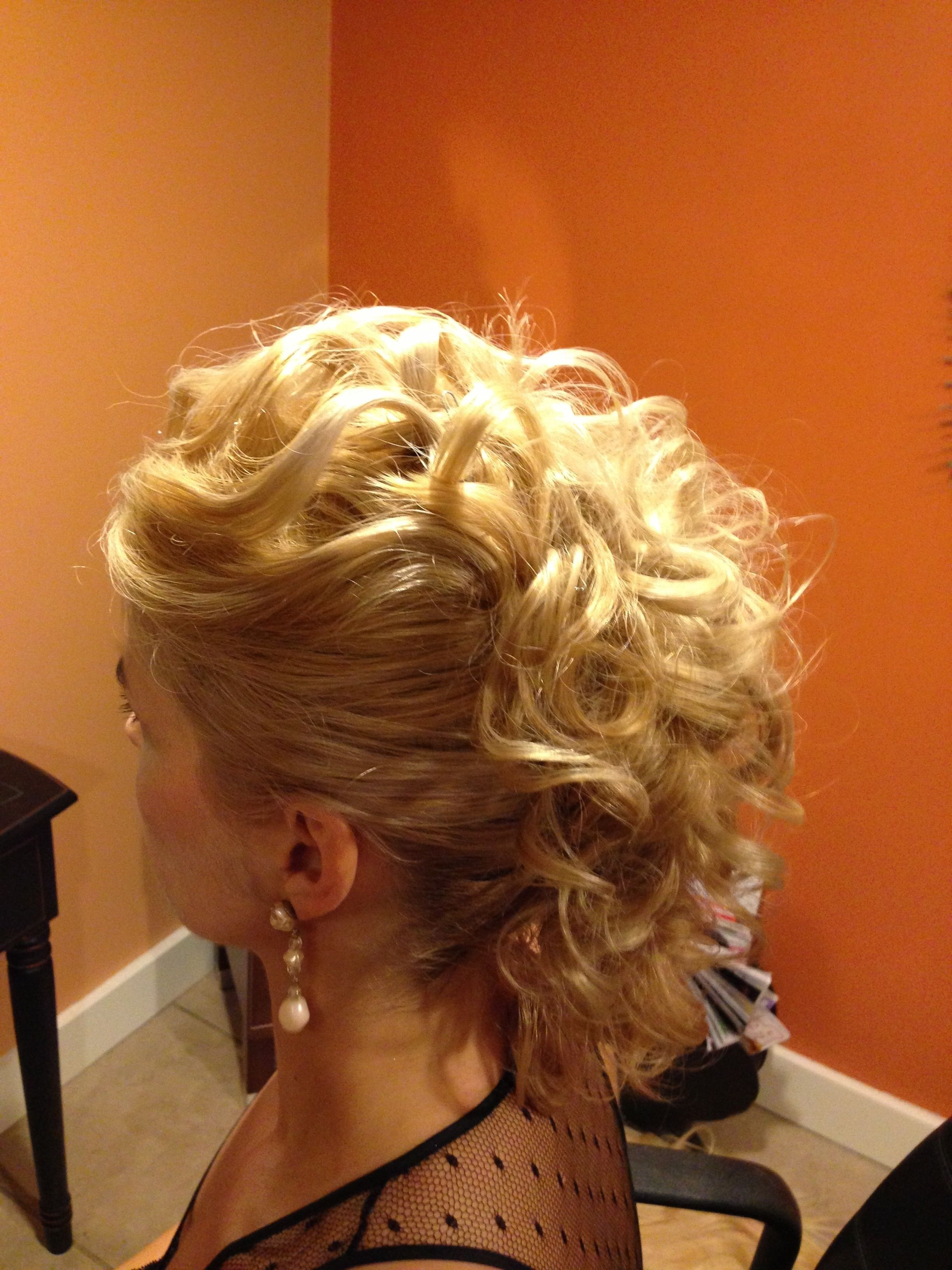 Trendy Curly Mohawk Updo Hairstyles Within Curly Mohawk (View 2 of 20)