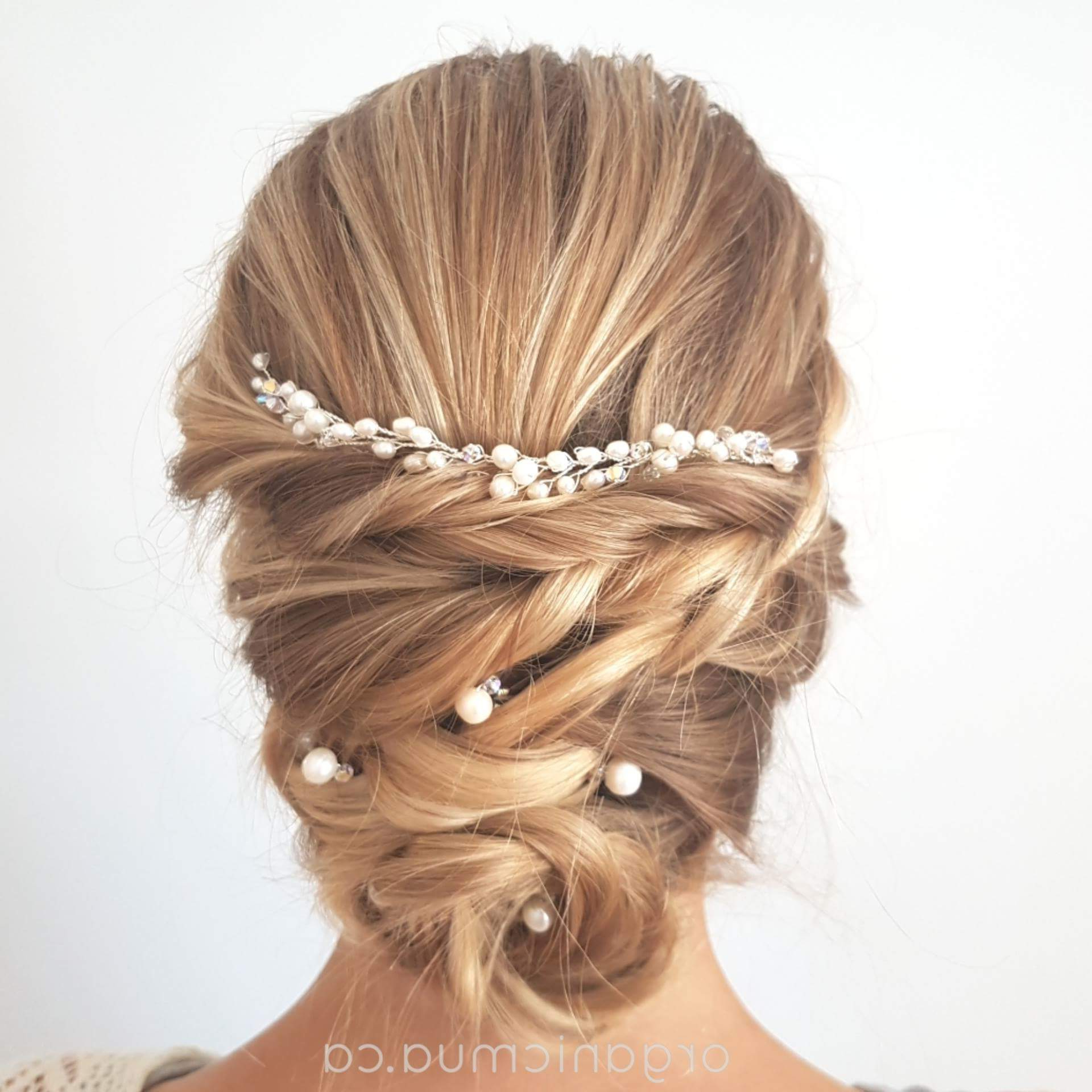 Trendy Pearl Bun Updo Hairstyles Throughout Thin Pearl Hair Vine With 5 Simple Pearl Hair Pins (View 16 of 20)
