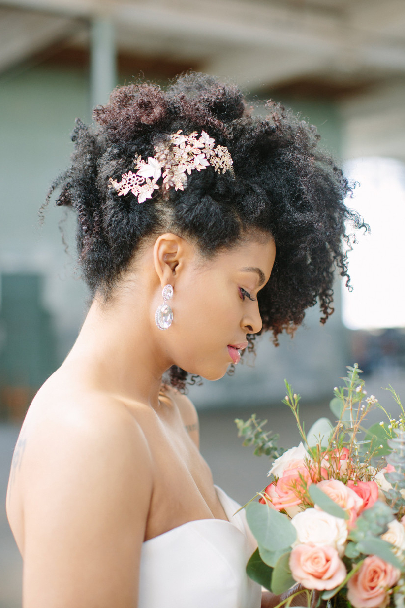 Well Known Naturally Textured Updo Hairstyles With Regard To 21 Natural Wedding Hairstyles For Every Length – Weddingwire (View 10 of 20)
