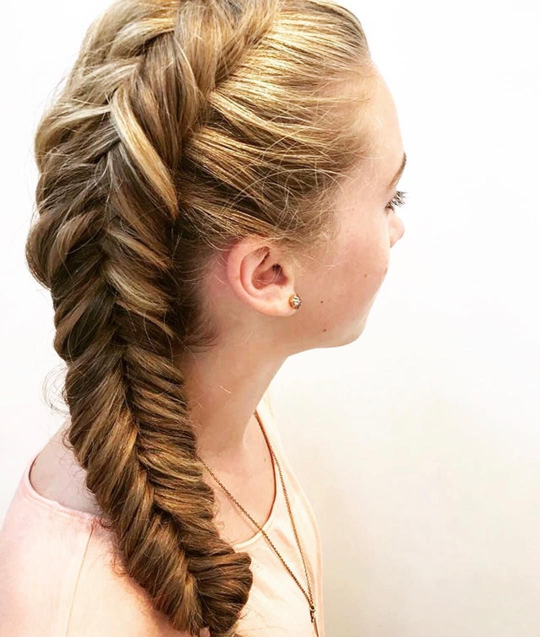 Featured Photo of Rope And Fishtail Braid Hairstyles