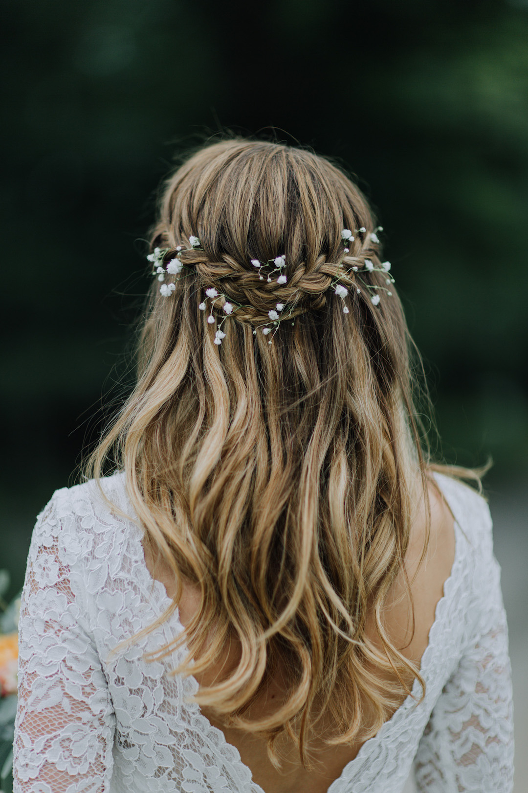 17 Gorgeous Half Up Half Down Wedding Hairstyles (View 17 of 20)