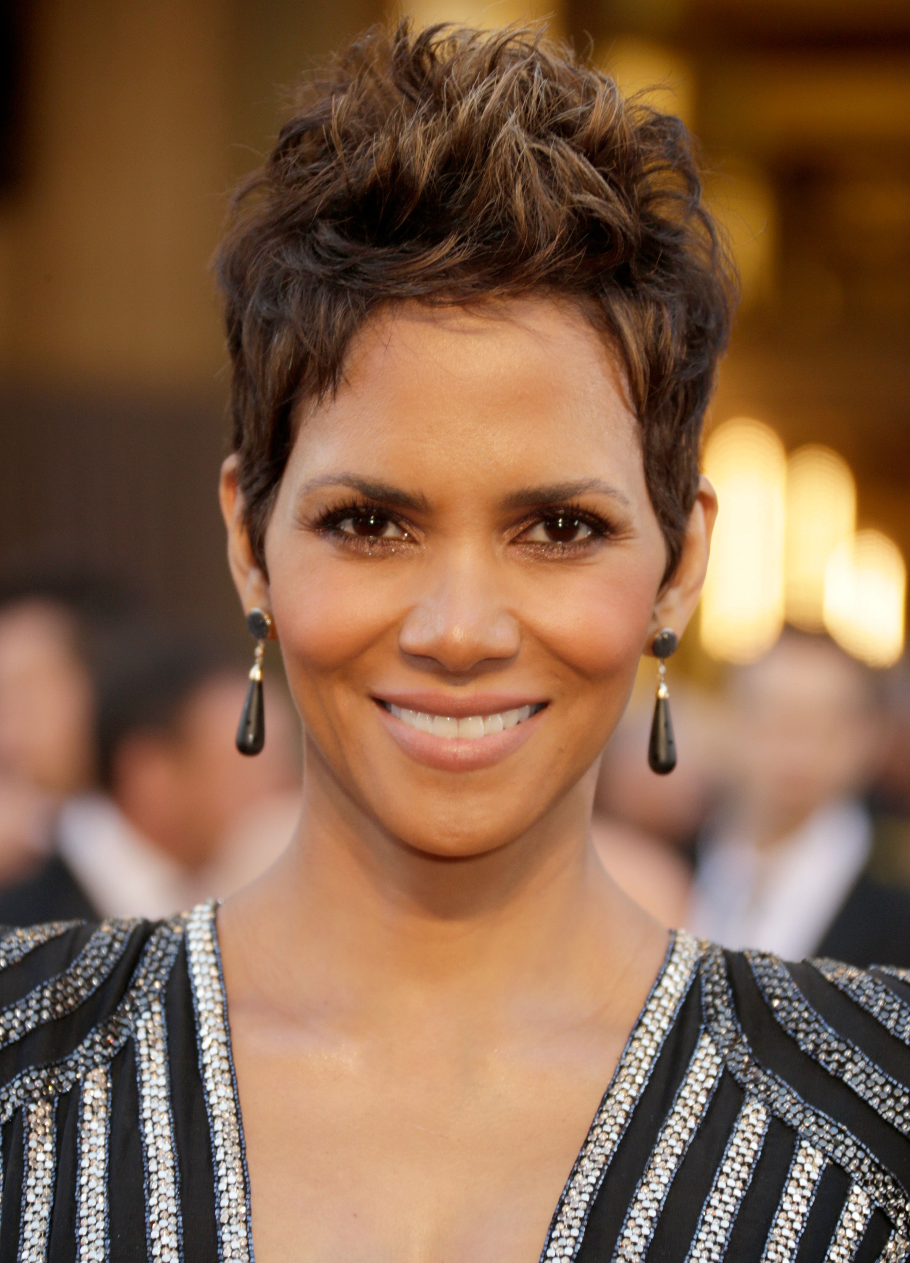 20 Classic And Cool Short Hairstyles For Older Women Intended For Famous Retro Side Hairdos With Texture (View 1 of 20)