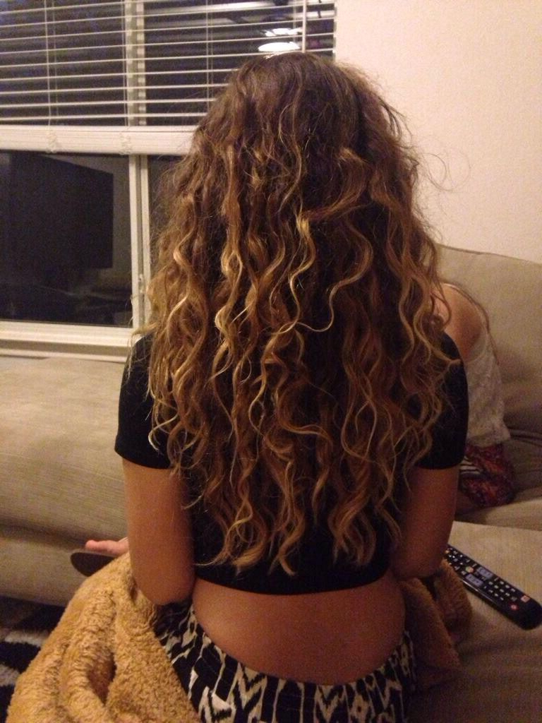 2019 Soft Highlighted Curls Hairstyles With Side Part With Regard To Hair * Curly * Natural * Highlights * Brunette * Long (View 15 of 20)