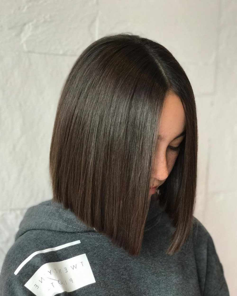 24 Flattering Middle Part Hairstyles In 2019 Regarding 2020 Blunt Wavy Bob Hairstyles With Center Part (View 1 of 20)