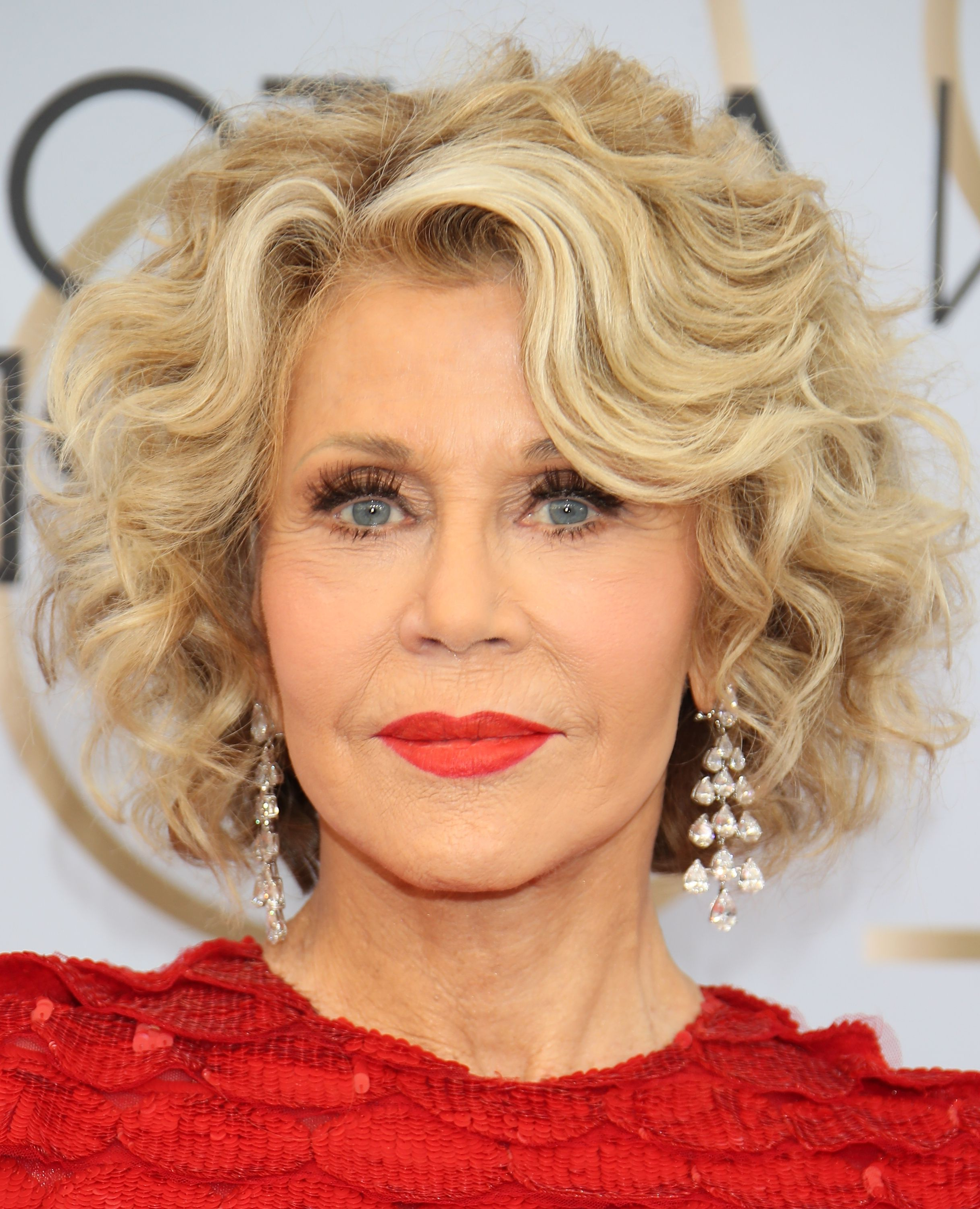 30 Hairstyles That Will Make You Look Younger – Anti Aging Throughout Recent Soft Highlighted Curls Hairstyles With Side Part (Gallery 20 of 20)